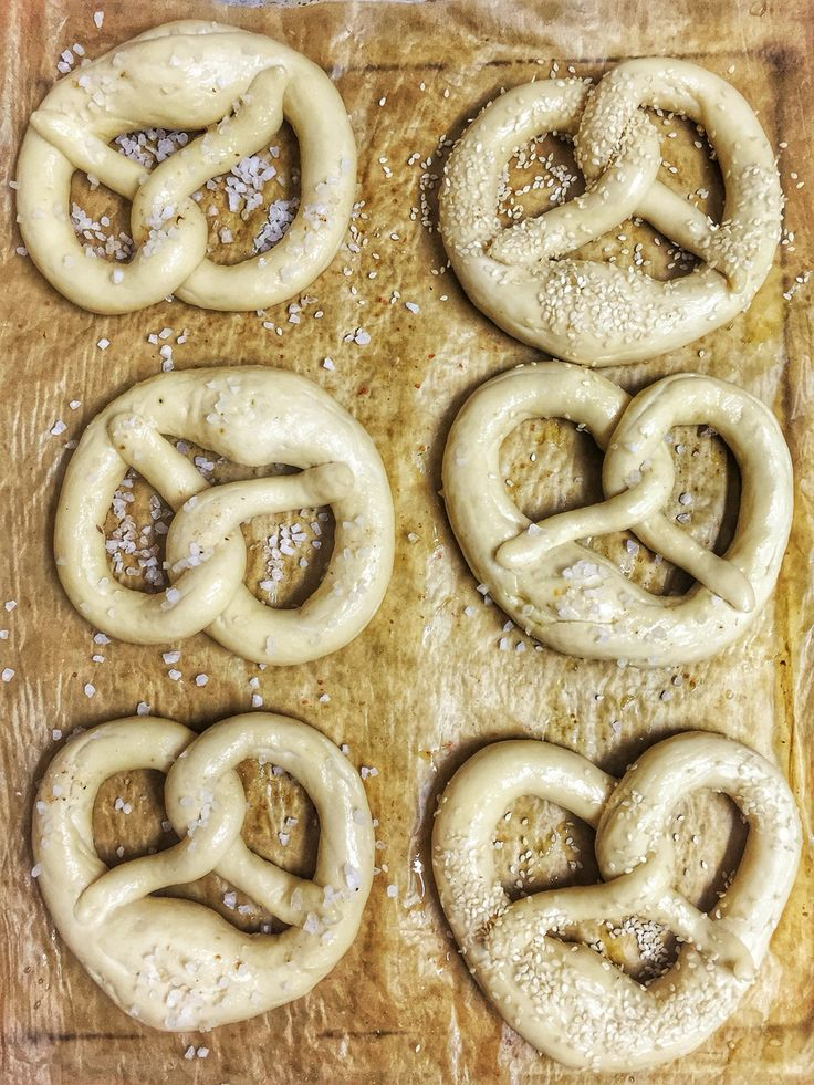 Pretzels with salt and sezam.