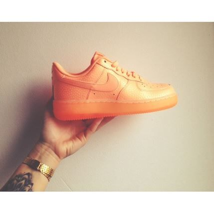 Nike Air Force 1 Low Shimmer orange trainers @kiwra