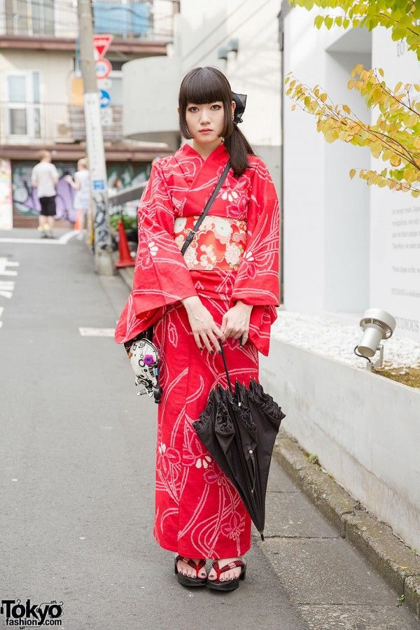 October 2014: traditional-meets-modern -- Niku is wearing a red yukata with a round crossbody bag and geta sandals. Her accessories include a big hair bow, pill shaped earrings, a parasol, and a plush fish tied to her bag.
