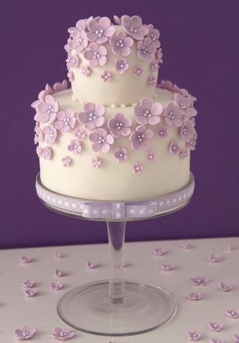 This would be so easy using my Cricut Cake... I love the stand and everything about this Cake!