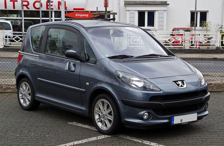 Peugeot 1007 ist der Name eines zwischen Anfang 2005 und Ende 2009 produzierten Minivans des französischen Automobilherstellers Peugeot.  Der 3,73 Meter lange Minivan wurde im Frühjahr 2002 auf dem Pariser Autosalon als Studie Sésame vorgestellt. Besonders auffallend waren die beiden elektrisch betätigten Schiebetüren, die auch im Serienfahrzeug beibehalten wurden.