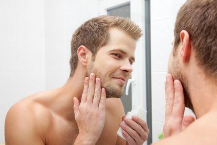SO WIRKT DEIN DREI TAGE BART GEPFLEGT UND SEXY  Viele Männer lieben es einen 3-Tage Bart zu tragen. Wir sind uns einig - es ist schon ein Zeichen von Männlichkeit und die Frauen mögen es auch. Die ...
