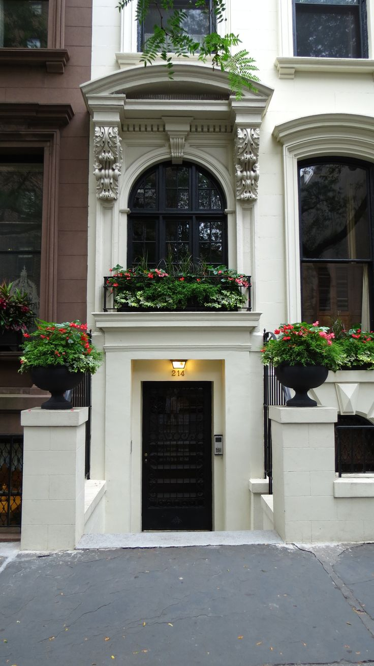 Brooklyn Brownstone And A Beautiful Display Of A Window Box And Urns Nitty Gritty Dirt Man