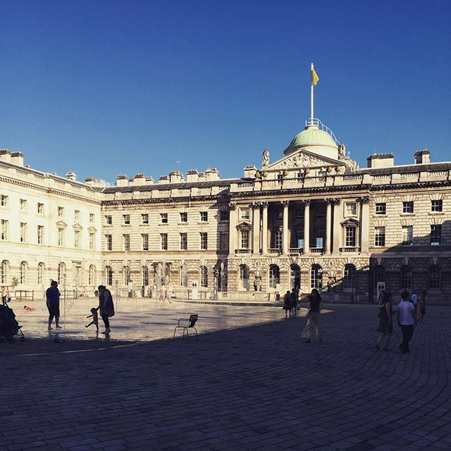 Somerset house in the sun #somersethouse #neoclassical #sirwilliamchambers…