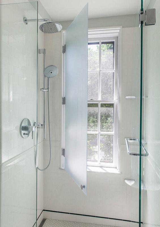 Oltre 25 fantastiche idee su mobili da bagno su pinterest - Bagno finestra nella doccia ...