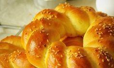 pain simit, pain turc Le Simit, un pain d'origine Turc, qu'on trouvera à tous les coins de ru...