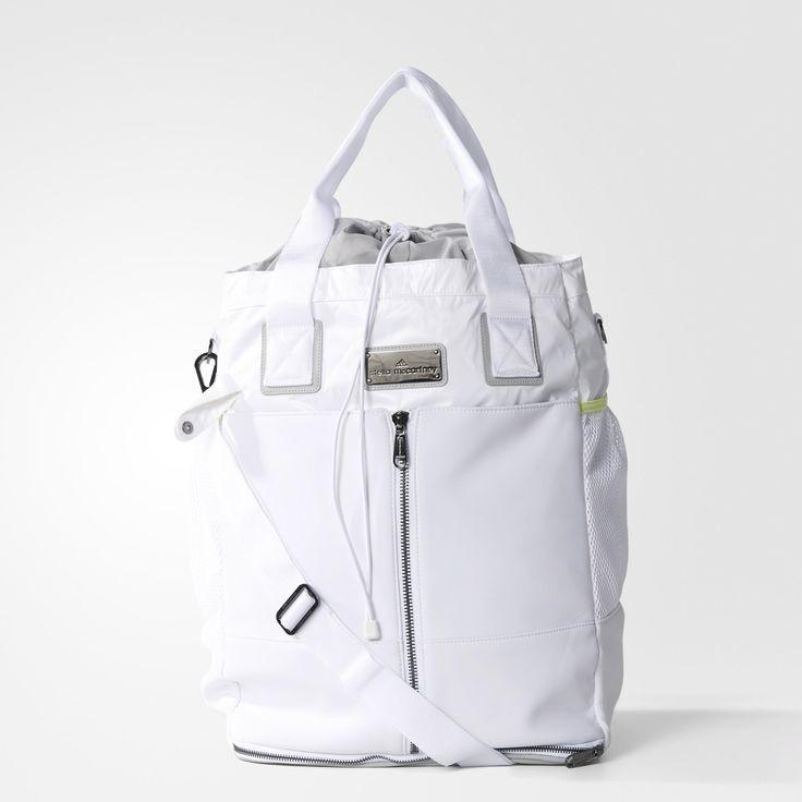 De adidas by Stella McCartney tennistas is helemaal wit met een vleugje geel en is heel handig voor het meenemen van je racket en sportkleding. De tas heeft meerdere zakken en een schouderriem die je eraan vast kunt klikken.