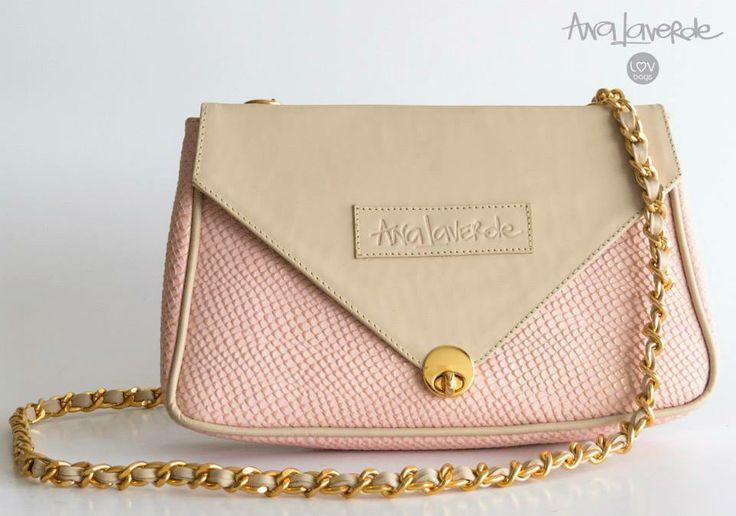 Ana Laverde LOV bags Ref. Terciada cadena U Dimensiones: 28 cm largo x 16 cm alto x 4 cm  Sierre broche iman Cadena dorada 100% Cuero Colombiano