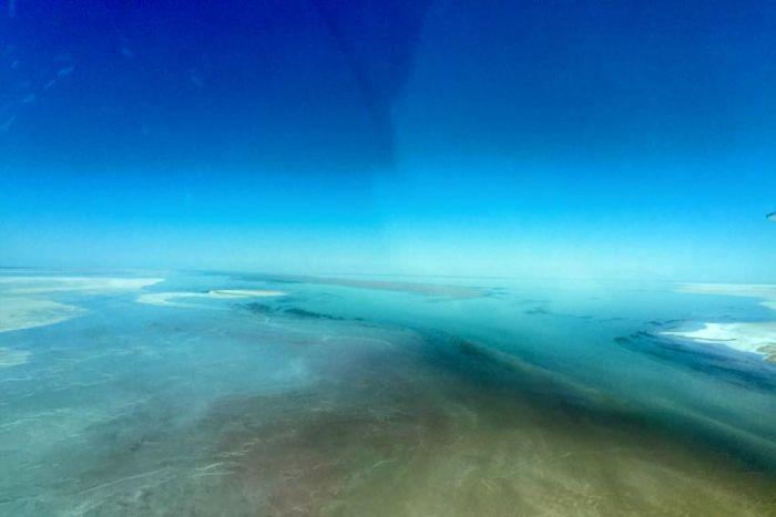 Lake Eyre tours flights floods photos 2015