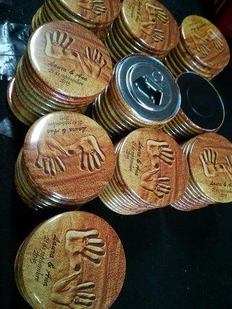 Abrebotellas e imanes de 59 mm personalizados para #detalles_de_boda
