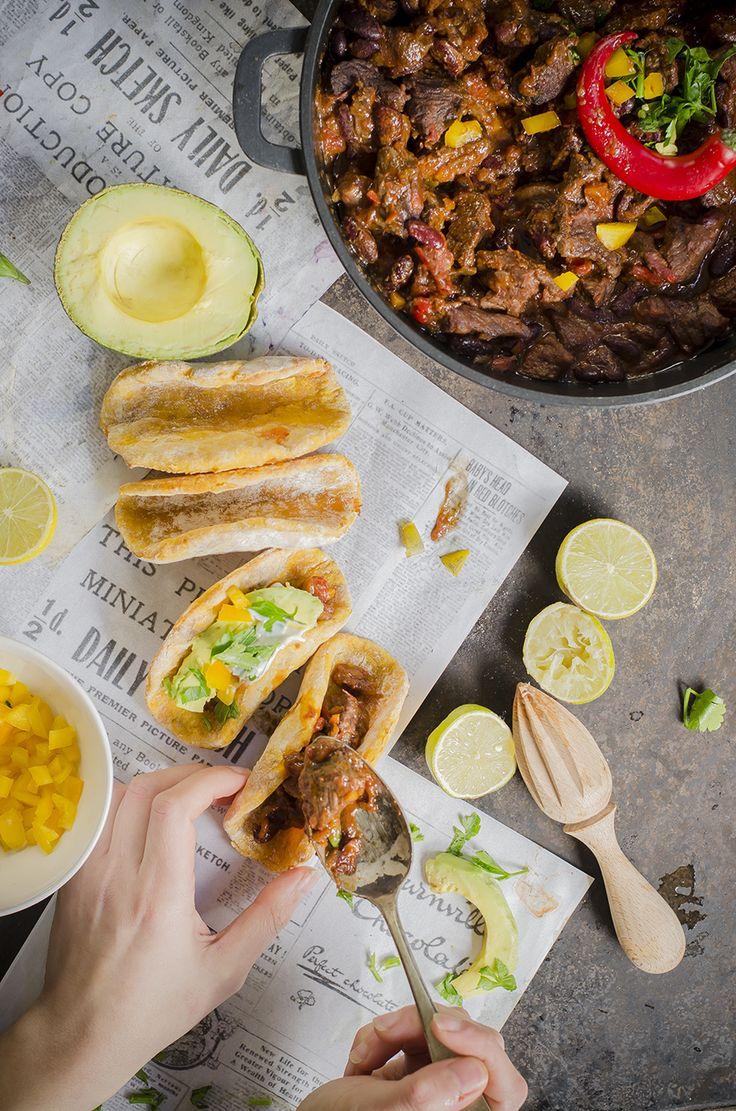 Chili con carne con finti tacos alla patata americana