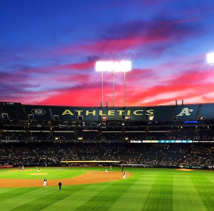 Let's go #Oakland! Awesome weather tonight here in the #BayArea! Hopefully the @athletics get their first win of the season tonight (crosses fingers). See you tomorrow #jamesandthegiantcupcake fans! We'll have plenty of #cupcakes ready! # #jatgc #mlb #greencollar #oaklandathletics #baseball #thetown #510 #sunset #californiasunset #California