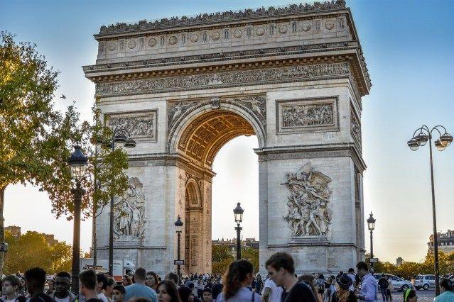 تعرف على شارع الشانزليزيه باريس Ferry Building San Francisco Barcelona Cathedral Travel