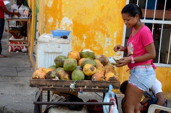 Aroma de café, ritmos de cumbia, los colores de las palenqueras en Cartagena... mis primeras impresiones del viaje a Colombia  http://elpachinko.com/viajes-a-colombia/primeras-impresiones-de-colombia/