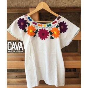 Blusa de Flores Bordada en Oaxaca