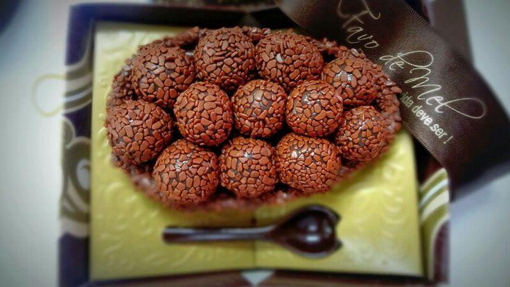 Ovo de colher brigadeiro chocolate belga da Favo de Mel Confeitaria
