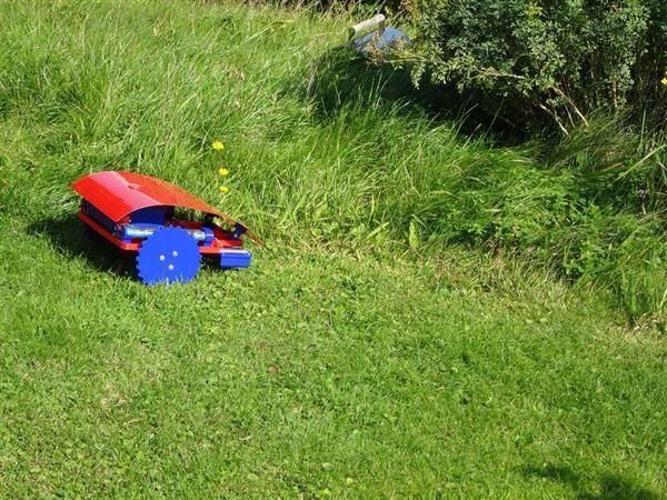 3ders.org  This fantastic 3D printed Arduino-powered robotic lawn mower takes t