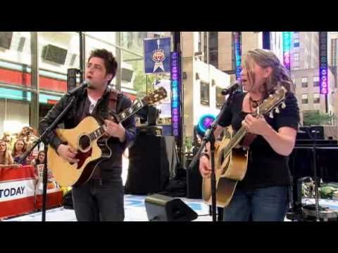 Lee DeWyze & Crystal Bowersox performing Falling Slowly live @ The Today Show Concert Series June 03 2010    Today Show Concert Series 2010:    June 04 - Justin Bieber  June 08 - Christina Aquilera  June 11 - Rascall Flatts  June 18 - James Taylor & Carole King  June 25 - Maxwell  July 02 - Maroon 5  July 09 - Lady GaGa  July 16 - Enrique Iglesi...