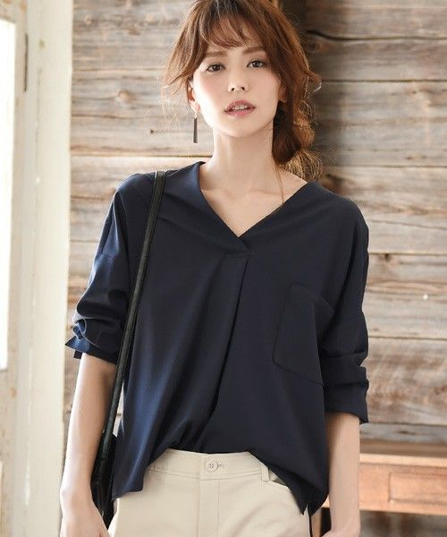 【ZOZOTOWN】philter(フィルター)のシャツ/ブラウス「[贅沢ジョーゼット]ドロップショルダー・スキッパーシャツ/philter」(423555)を購入できます。