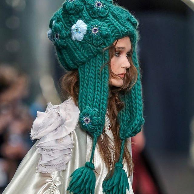 """Вчера в рамках Mercedes-Benz Fashion Day в Санкт-Петербурге состоялся модный показ @_igorgulyaev_ IGOR GULYAEV """"Высшая проба"""". С огромным удовольствием посетили это мероприятие и насладились красотой, стилем и изысканностью. В коллекции была использована наша пряжа #WoolandMania #KeepCalmThisWool  Большие объемные шапки с цветами и помпонами, жилеты с косами и сногсшибательные кардиганы"""