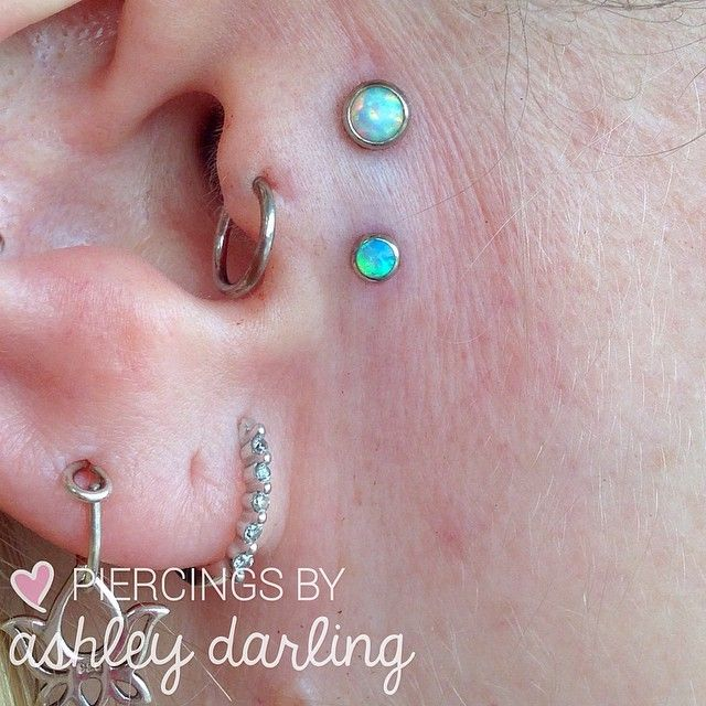 Another pretty vertical tragus/sideburn surface piercing!