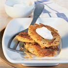 Een heerlijk recept: Aardappelpannenkoek van de plaat met zure room