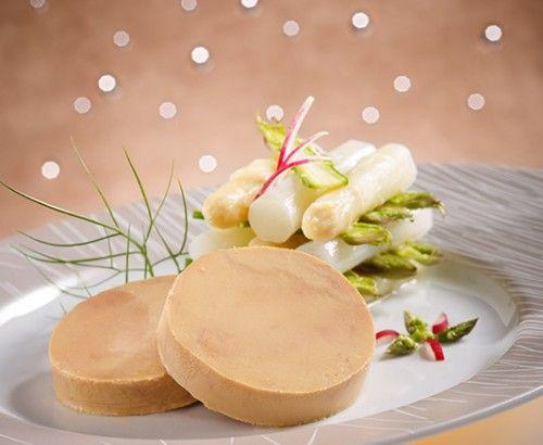 """#FoieGras de canard entier au #torchon, """"cuit-cru"""" d'#asperges en millefeuille  #Recette et conseils de nos #chefs sur www.feyel.com"""