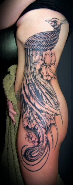 Duży tatuaż na kobiecym boku – feniks | Dodaj Tatuaż