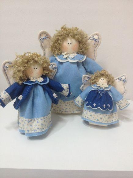 Trio de anjos , feito de tecido e feltro pode mudar a cor , ideal para decoração do quarto do bebe ou batizado R$ 180,00