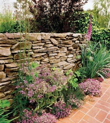 Stone wall construction: Step-by-step directions with photos for building a stone wall in a weekend! | Living the Country Life | http://www.livingthecountrylife.com/gardening/stone-wall-construction/