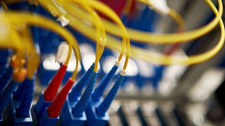 Laajakaista nopeudet: DNA, Sonera, Elisa ja Finnet-yhtiöt lupaavat rakentaa kiinteää laajakaistaverkkoa miljardilla eurolla. Vastineeksi Anne Bernerin johtama liikenne- ja viestintäministeriö helpottaa rakentamisen lupamenettelyjä. Kohentuvasta verkosta hyötynevät ainakin maanviljelijät, pk-yrittäjät ja intohimoiset nettipelaajat.