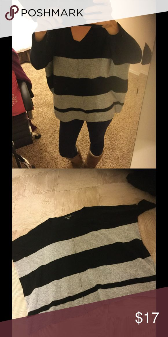 Black and gray striped batwing top Batwing striped sweater, so cute and cozy, only used this once! So it's in great condition, so cute! Pair with skinnies and boots😉🎀 Forever 21 Tops Sweatshirts & Hoodies