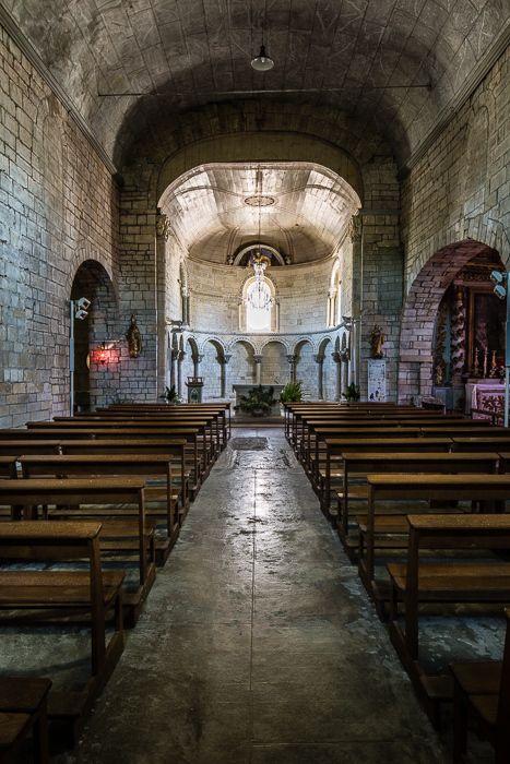 Nave, Église Saint Blaise, Lacommande (Pyrénées-Atlantiques) Photo by PJ McKey.