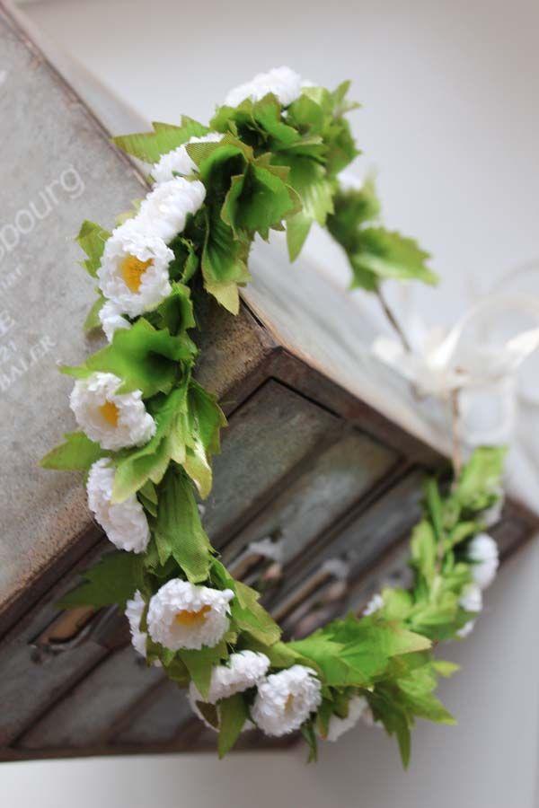 Komunijny Wianek Ze Stokrotek Pracownia Tendom Sztuczne Kwiaty Jak Zywe Floral Wreath Floral Wreaths