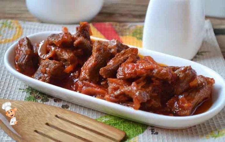 Мясная подлива рецепт. Домашнюю подливу можно подать с любым гарниром, попробуйте, это очень вкусно! http://razzhivina.ru/mjasnaja-podliva-recept/ - Видео уроки - Google+