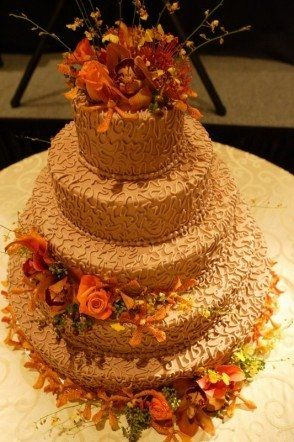 Fall Spring Summer Winter Gold Round Wedding Cakes Photos & Pictures - WeddingWire.com