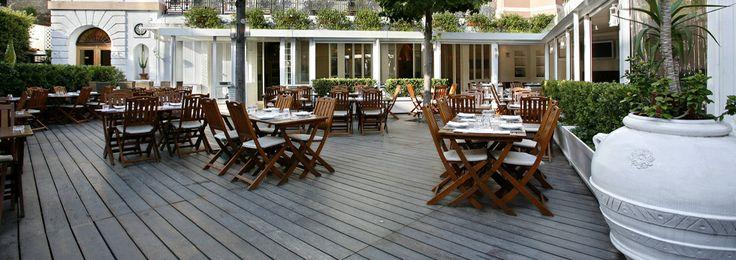 Vaša #svadobná #hostina #v #Ríme sa môže odohrávať aj na tejto terase. Príjemná reštaurácia v blízkosti Slovenskej ambasády je ako stvorená na svadobné posedenie.