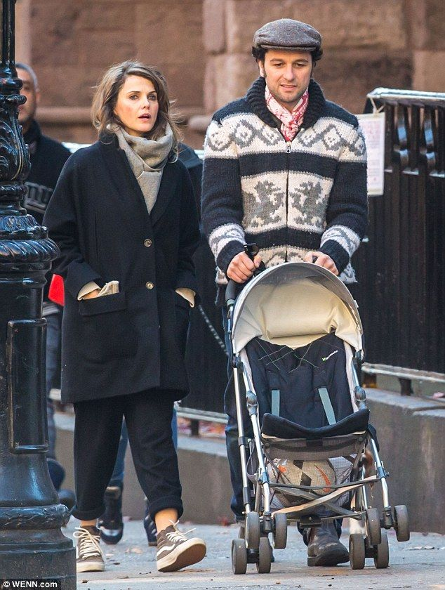 Keri Russell and Matthew Rhys play happy families with her ...