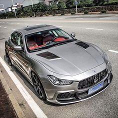 Sick Maserati Ghibli.