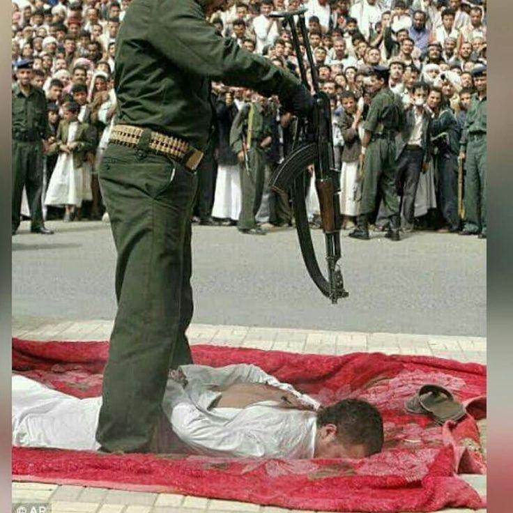 Hukuman Bagi Pemerkosa di YAMAN  Inilah hukuman bagi pemerkosa sekaligus pembunuh seorang bocah di Yaman. Tidak tangung-tanggung setelah pengadilan menyatakan tersangka bersalah maka pelaku langsung dibawa kelapangan terbuka untuk dieksekusi dihadapan ribuan penonton.  Setelah aba-aba diberikan langsung saja sang eksekutor memuntahkan Peluru AK-MS berkaliber 762 X 39 mm dengan kecepatan Peluru 710 meter/detik dengan jarak jangkauan efektif 300 meter tetapi ditembak dalam jarak kurang dari…
