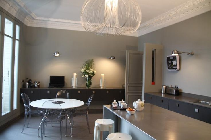 Déco cuisine : Appartement Haussmannien Moderne // http://www.deco.fr/photo-deco/decoration-appartement-haussmannien-moderne-030-3749736.html #cuisine