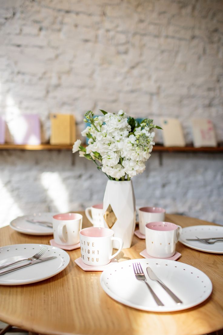Make your table beautiful and bright #styling #home #table #decorations