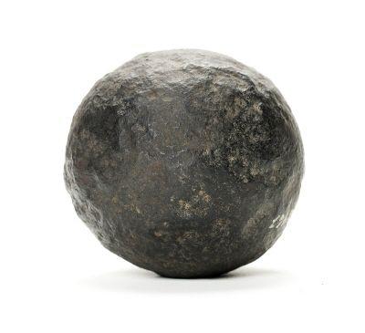 Kanonkula s.k. lod, av järn, 100 mm i diameter.