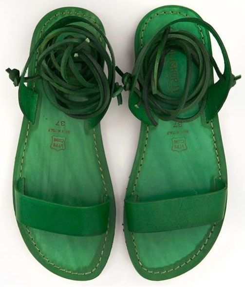 I like how the whole shoe is green. Usually the soles are brown on sandals.