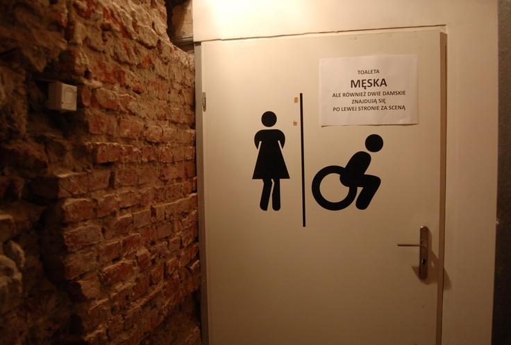 Unikalna atmosfera w otoczeniu toalet. Czysto ponadto.