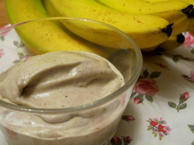 Schnelles Bananeneis -milchfrei, glutenfrei, zuckerfrei- - Abendessen, Zwischendurch - 5 Bananen, 1 TL Kaffeepulver (instant), 1/2 Tonkabohne, Mark von 1 Vanilleschote, 100ml Kokosmilch