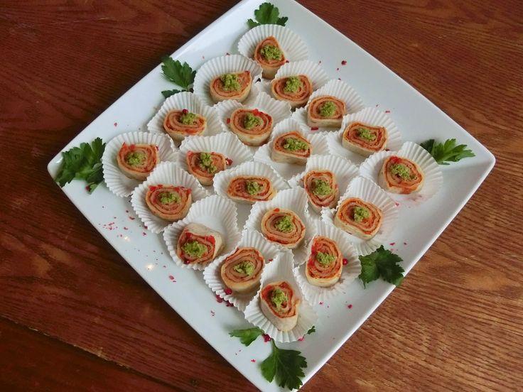 Crêpe-Röllchen mit Paprika-Walnuss Paste