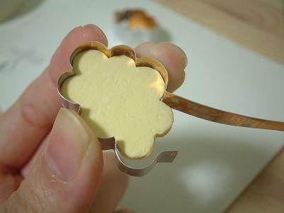 Emporte-pièce avec des lamelles d'alu de canette