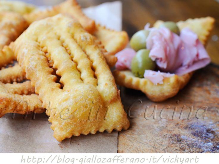 Chiacchiere salate di Carnevale anche bimby, facili e veloci, stuzzichini, ricetta sfiziosa, idea per festa di Carnevale per bambini, finger food, snack semplice