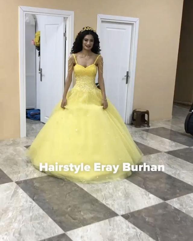 En sevdiğim renk ������ #kına #henna #kınagecesi #nişanlık #sarı #yellow #hair #bride #bridal #beauty #gelin #güzellik #saç #gelinlik #gelintaci #gelinbaşı #gelinbuketi #hairstyle #erayburhan ������ http://turkrazzi.com/ipost/1519153863264038878/?code=BUVHmPLA-_e